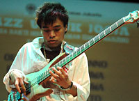 Dwiki Dharmawan & Friends: Barry Likumahuwa