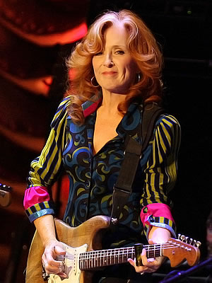 Bonnie Raitt (c: Buzz Person)
