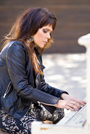 Beth Hart (c: Greg Watermann)